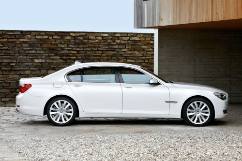 The BMW 7 Series Is One Of The Sportiest And Most Popular Luxury Cars That  Blends A Dynamic Driving Experience With Practical, Everyday Utility.